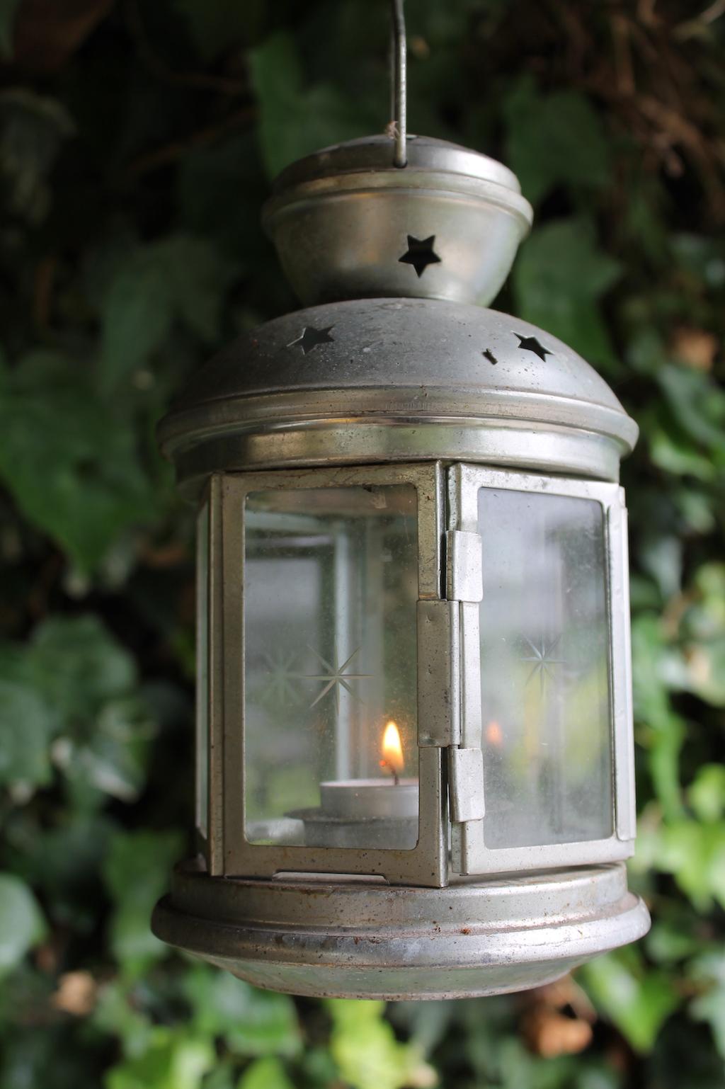 Summer garden party style: hurricane lantern